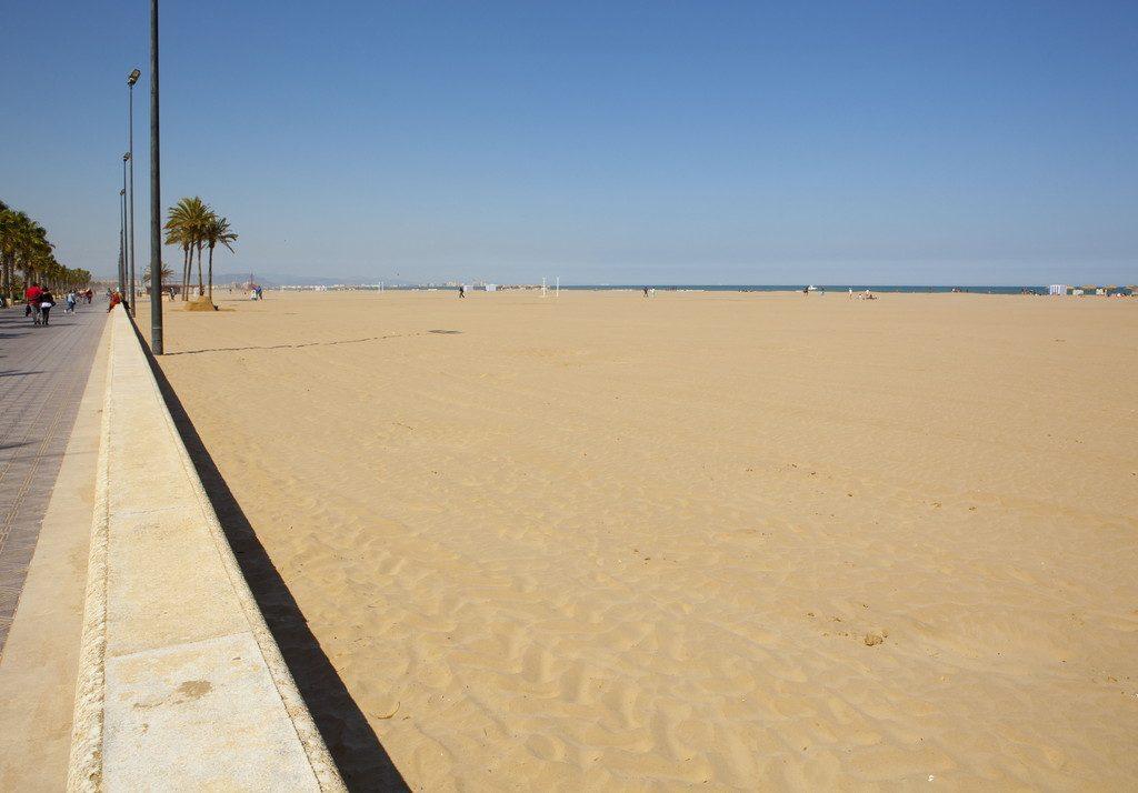 Vista de la playa de las Arenas desde el Hostal Chicote en Valencia